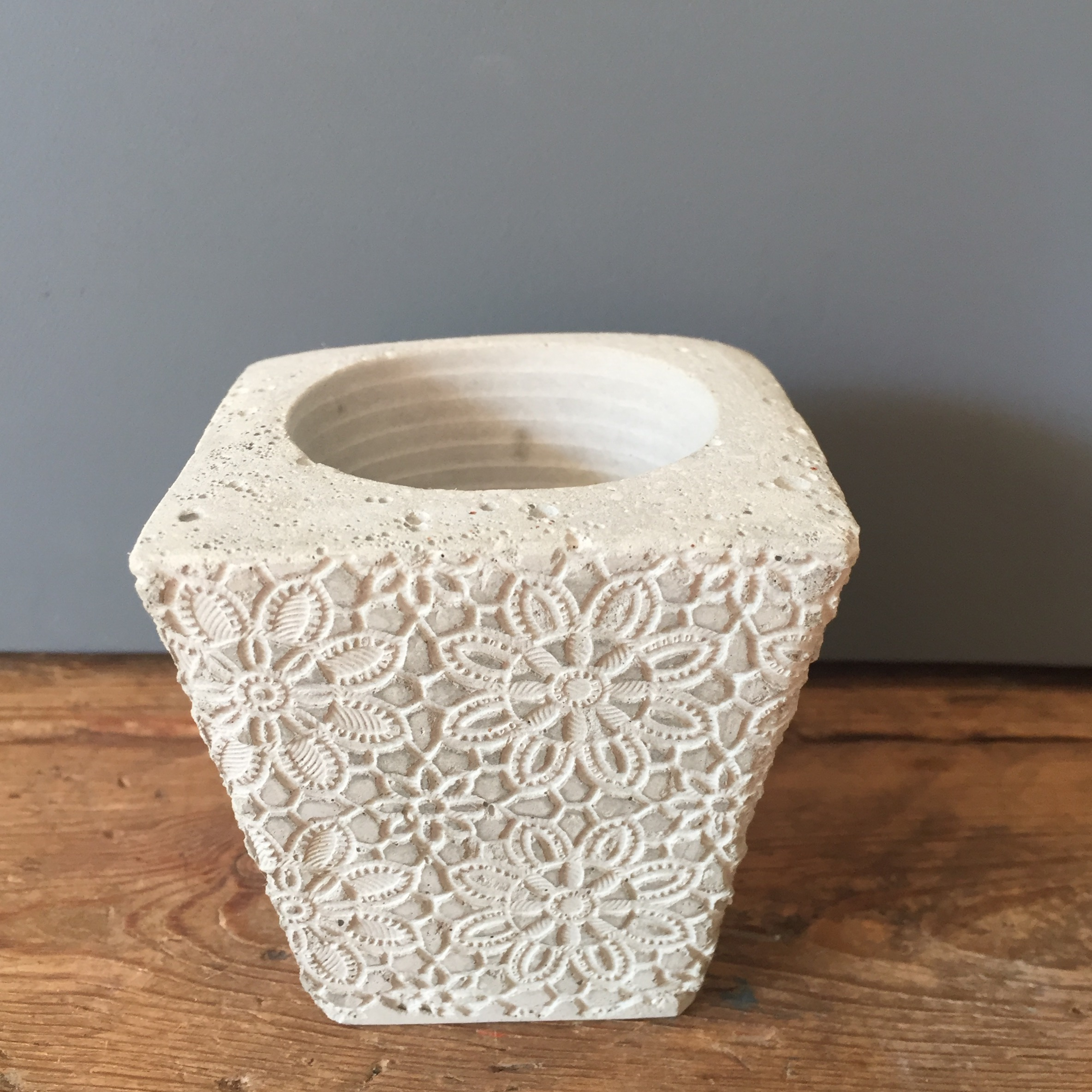 CANDLE HOLDER - LACE PATTERN