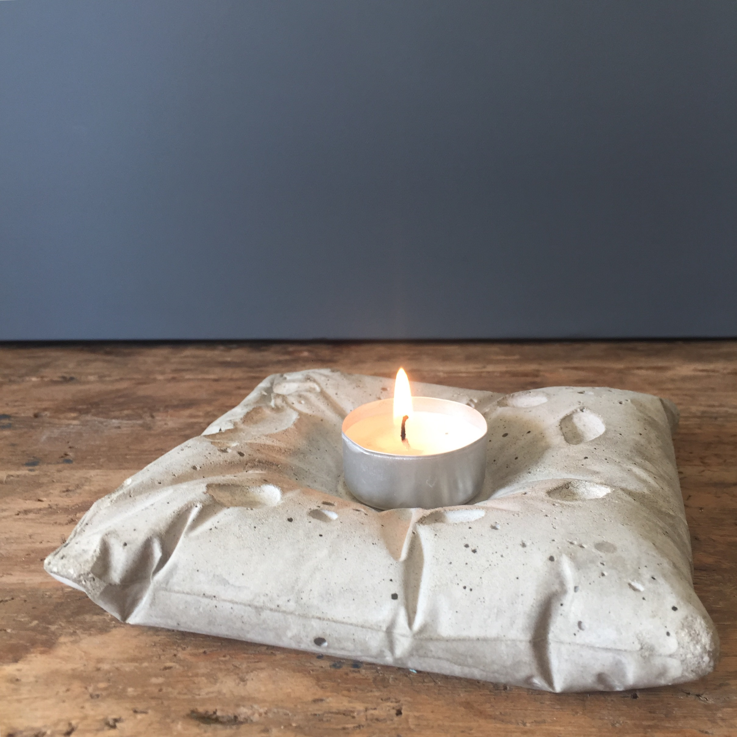 PILLOW candle holder